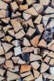 在室内堆的火木头 库存图片