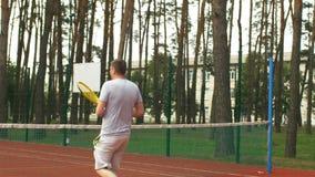 在室外法院的网球员计分的决胜分 股票视频