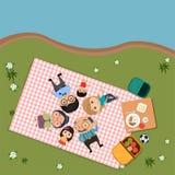 在室外现代平的样式的愉快的家庭野餐 皇族释放例证