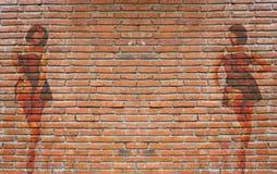 在室外砖墙上的五颜六色的街道画 库存照片