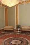 在宫殿内部的地毯 免版税图库摄影
