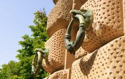在墙壁,阿尔罕布拉宫,格拉纳达,西班牙上的领带圆环 免版税库存图片
