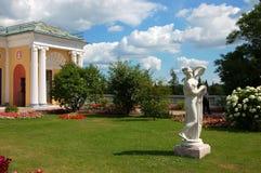 在宫殿彼得斯堡圣徒selo落后的tsarskoe附近的ekaterininskiy庭院 库存照片
