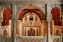 在宫殿的大理石小卧室 库存照片