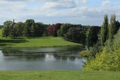 在宫殿附近的blenheim湖 库存照片
