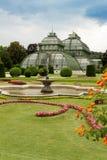 在宫殿Schoenbrunn,维也纳的棕榈Pavillon 免版税库存照片