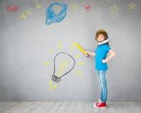 在家使用与喷气机组装的孩子 免版税库存图片