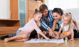 在家使用与孩子的父母 免版税库存照片