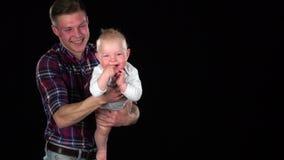 在家使用与小儿子的富感情的父亲-提起他和使他笑 投反对票 关闭 股票录像