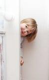 在家使用小女孩的乐趣 库存照片