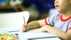 在家做家庭作业的亚裔男孩 股票录像