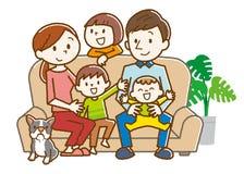在家坐在沙发的快乐的家庭 库存例证