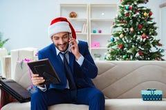 在家工作在圣诞节期间的商人 图库摄影