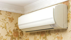 在家庭内部的空调器 免版税库存图片