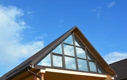 在家庭屋顶的大厦房子顶楼保存性大阳台 音乐学院或温室屋顶 顶楼外部 免版税库存照片