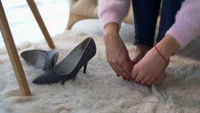 在家按摩疲乏的酸疼的脚的女性手 影视素材