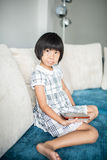 在家放松亚裔的女孩 库存图片