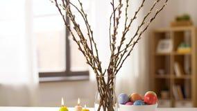 在家烧复活节彩蛋、的杨柳和的蜡烛 影视素材