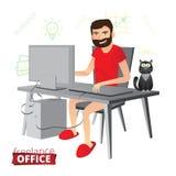 在家研究计算机的滑稽的有胡子的自由职业者没有 免版税库存照片