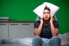 在家遭受失眠的年轻帅哥 免版税图库摄影