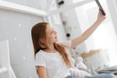 在家采取selfies的孩子 免版税库存照片
