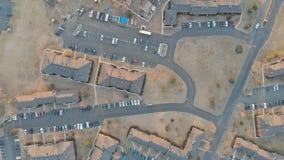 在家,街道,日落的郊区社区的鸟瞰图 股票录像