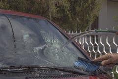 在家洗涤2的汽车 免版税图库摄影