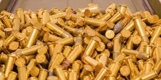 在容器关闭里面的一些金黄弹药 免版税库存照片
