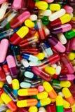 在容器的药片,垂直 免版税库存图片