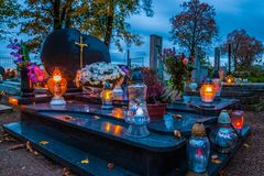 在宽容公墓的坟墓 万圣节 免版税库存照片