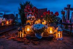 在宽容公墓的坟墓 万圣节 免版税库存图片