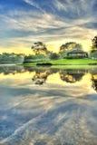 在寂静的日出的湖 库存图片