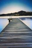 在寂静的湖的夜视图 免版税图库摄影