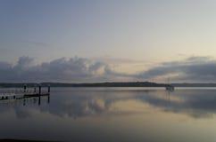 在寂静的湖的小船 免版税库存图片