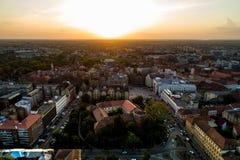 在寄生虫看见的欧洲城市的日落光 免版税库存照片