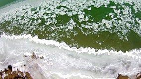 在密执安湖的春天有冻结的海岸线的 库存照片