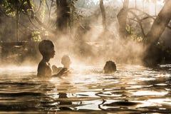 在密林掩藏的Pai Sai Ngam秘密温泉在北部泰国 库存照片