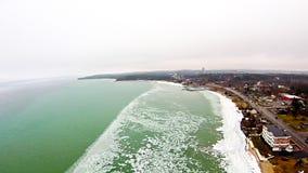 在密歇根州的盛大横海湾在行军froszen 图库摄影