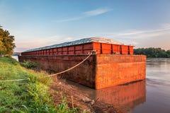在密苏里河的驳船 库存照片