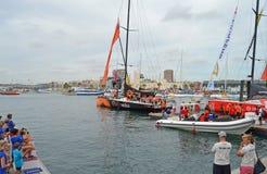在富豪集团海洋种族的第一条腿的队alvimedica乘员组集合风帆 免版税库存图片