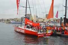 在富豪集团海洋种族的第一条腿的Mapfre乘员组集合风帆 免版税库存照片