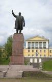在对列宁的纪念碑在Zelenogorsk 冬天 库存照片