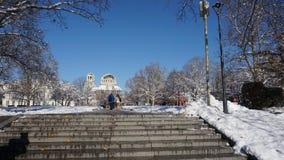 在对圣亚历山大・涅夫斯基大教堂大教堂的途中,索非亚,保加利亚 免版税库存图片