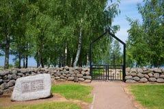 在对巨大爱国战争的德国军事公墓的入口在村庄Korostyn,俄罗斯 免版税库存照片