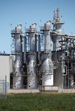 在对氨基苯甲酸二厂-垂直的蒸馏塔 库存照片