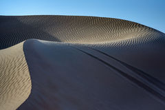 在对沙丘 库存图片