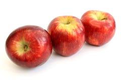 在对角线的三个苹果 库存图片