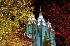 在寺庙上面的天使莫罗尼在圣诞节在盐湖城 免版税图库摄影