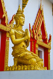 在寺庙前面的雕象 免版税库存照片
