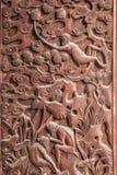 在寺庙大厅门抚顺县的抚顺,四川精妙的雕塑 库存图片